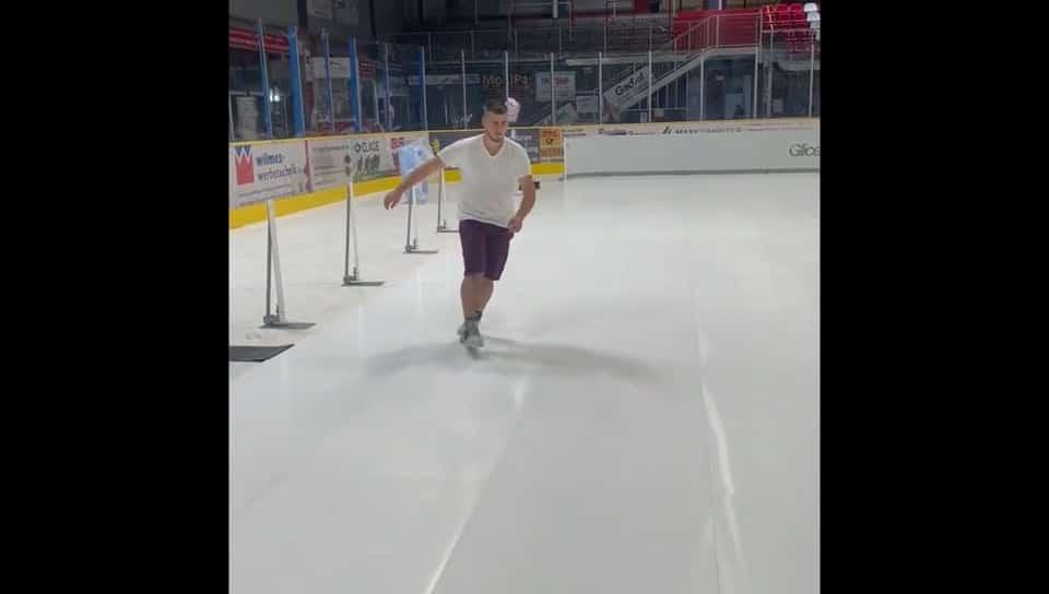 """""""Ice arena"""" w Niemieczech instaluje syntetyczne lodowisko Glice do hokeja i rekreacji"""