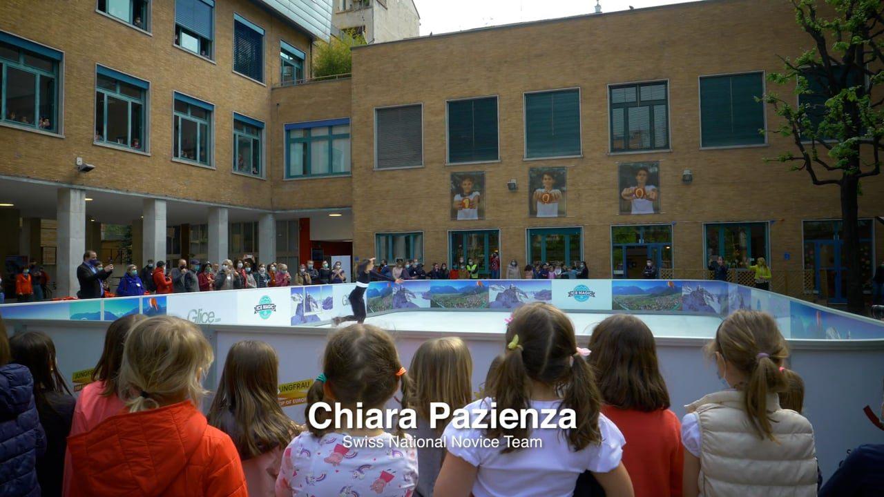 밀라노의 스위스 학교에 설치된 Glice 인공 아이스 링크에 쏠린 시선