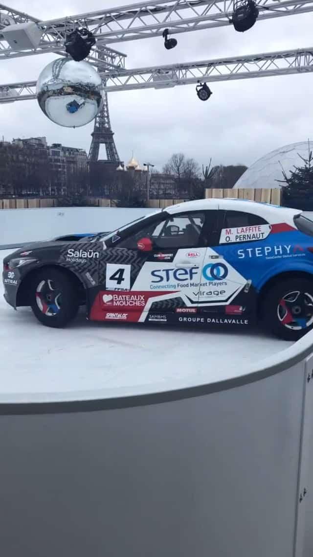 Eis Skid Testing: berühmte französische Rennfahrer driften auf Glice® Kunsteisbahn in Paris