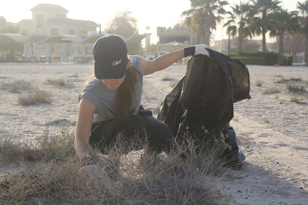 CSR: L'équipe de Glice® Moyen-Orient collecte du sable sur la plage de Dubaï