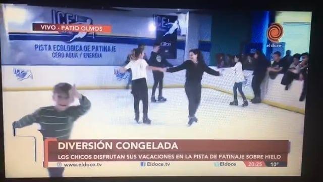 Canal de televisión El Doce TV visita la primera pista de hielo sintético de Argentina en Córdoba