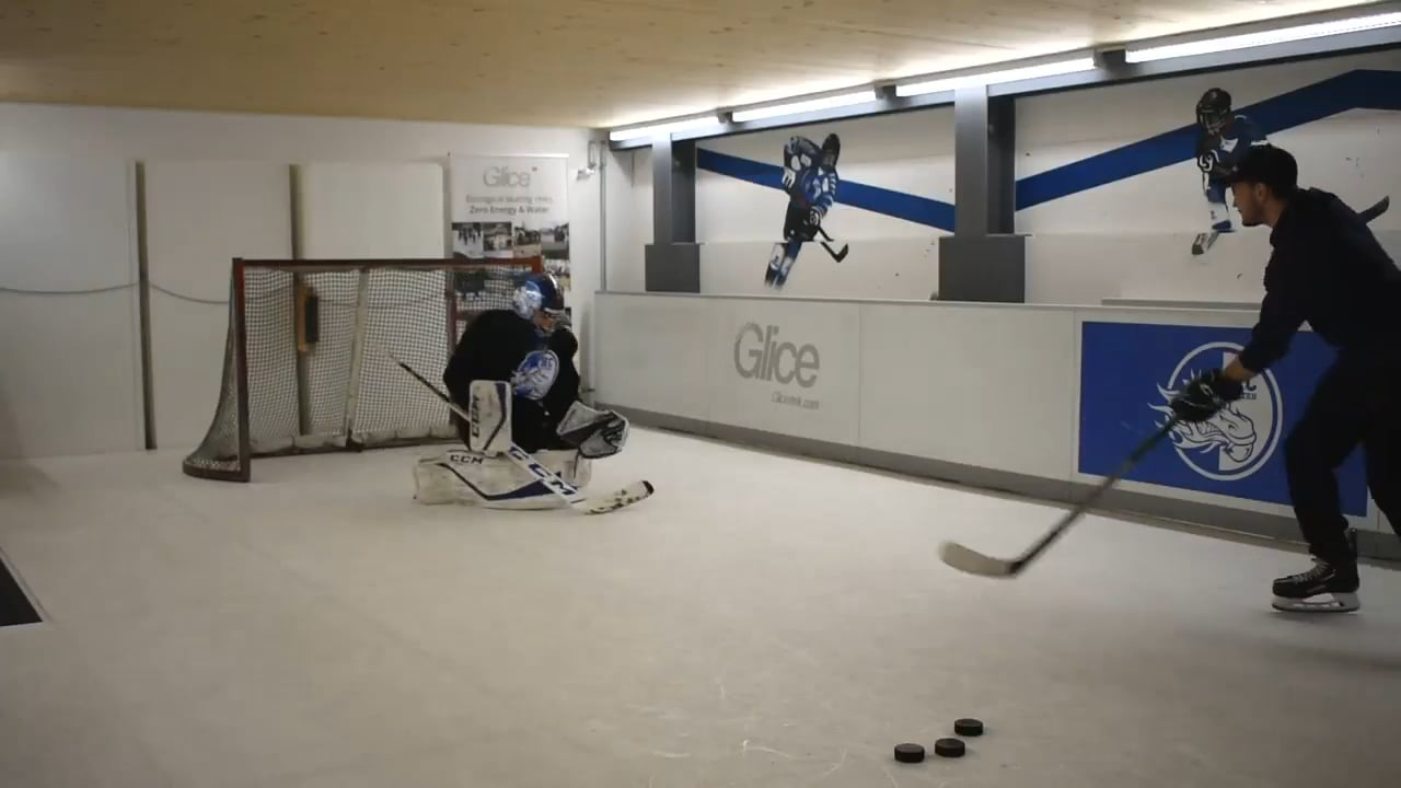 Check it out! Een ijshockey doelwachter trainingssessie op Glice synthetisch ijs!