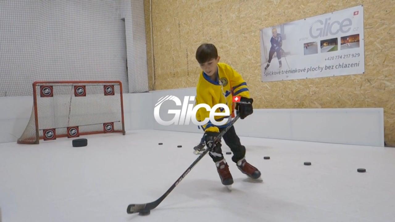 Eishockey Training auf Glice® synthetischer Eisbahn in der tschechischen DoToHo Arena
