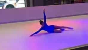 Eiskunstläuferin Patricia Kühne performt auf Glice® synthetischer Eisbahn am Flughafen Dresden