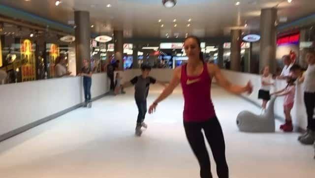 Eislaufmedaillistin Sarah Meier skatet auf Glice® synthetischem Eisfeld in der Schweiz