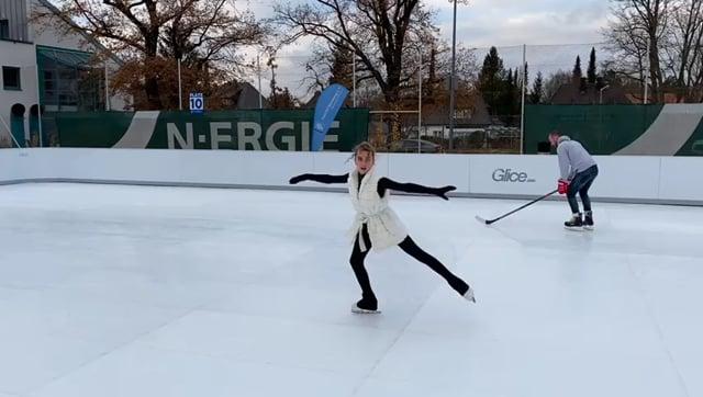 Eissportathleten testen Glice Synthetik-Eisbahn beim Post SV in Nürnberg