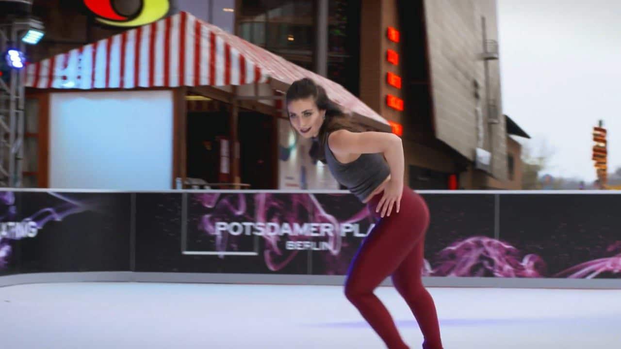 Konståkaren Patricia Kühne uppträder med Glice® syntetis på prestigefyllda Potsdamer Platz i Berlin