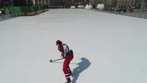 Si comincia a pattinare sulla pista più grande del mondo, in Piazza Zócalo a Città del Messico