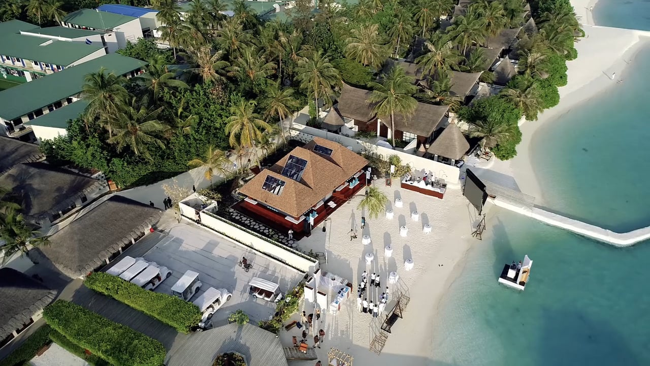 Get Carried Away by This Tropical Glice® Synthetic Ice Rink in a Maldivian Dream Location at Jumeirah Vittaveli