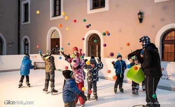 Zánovní kluziště ze syntetického ledu: Dostupná Švýcarská kvalita bez kompromisů