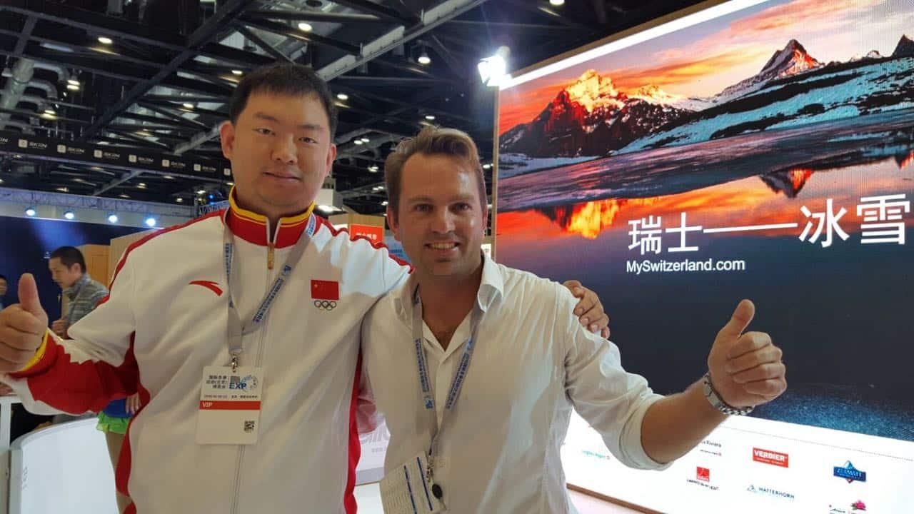 Il cofondatore di Glice® Ghiaccio Sintetico con un membro del Comitato Olimpico Cinese