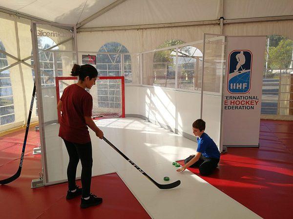 Glice Kunststoffeis Slapshot Station im IIHF Pavillion bei der Olympischen Woche