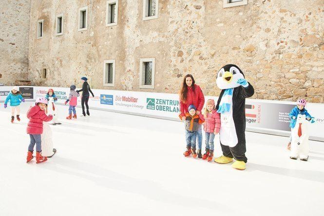 Winterzauber auf dem Schlossberg – ein buntes Potpourri an Aktivitäten auf dem Glice Kunststoffeisfeld