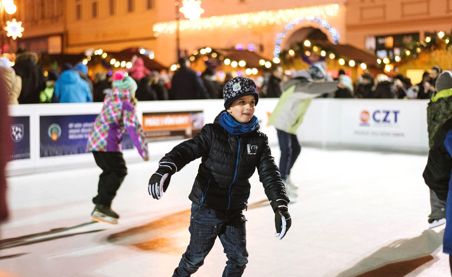 Christmas Village Ice Skating Rink.Winter Christmas Blues Ade Winterdorf In Winterberg Offers Besides