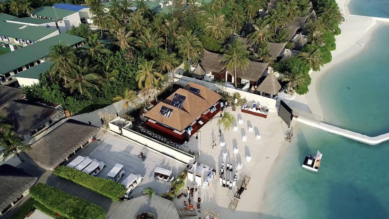 Lassen Sie sich verzaubern von dieser tropischen Glice® synthetischen Eisbahn im maledivischen Traumszenario des Jumeirah Vittaveli