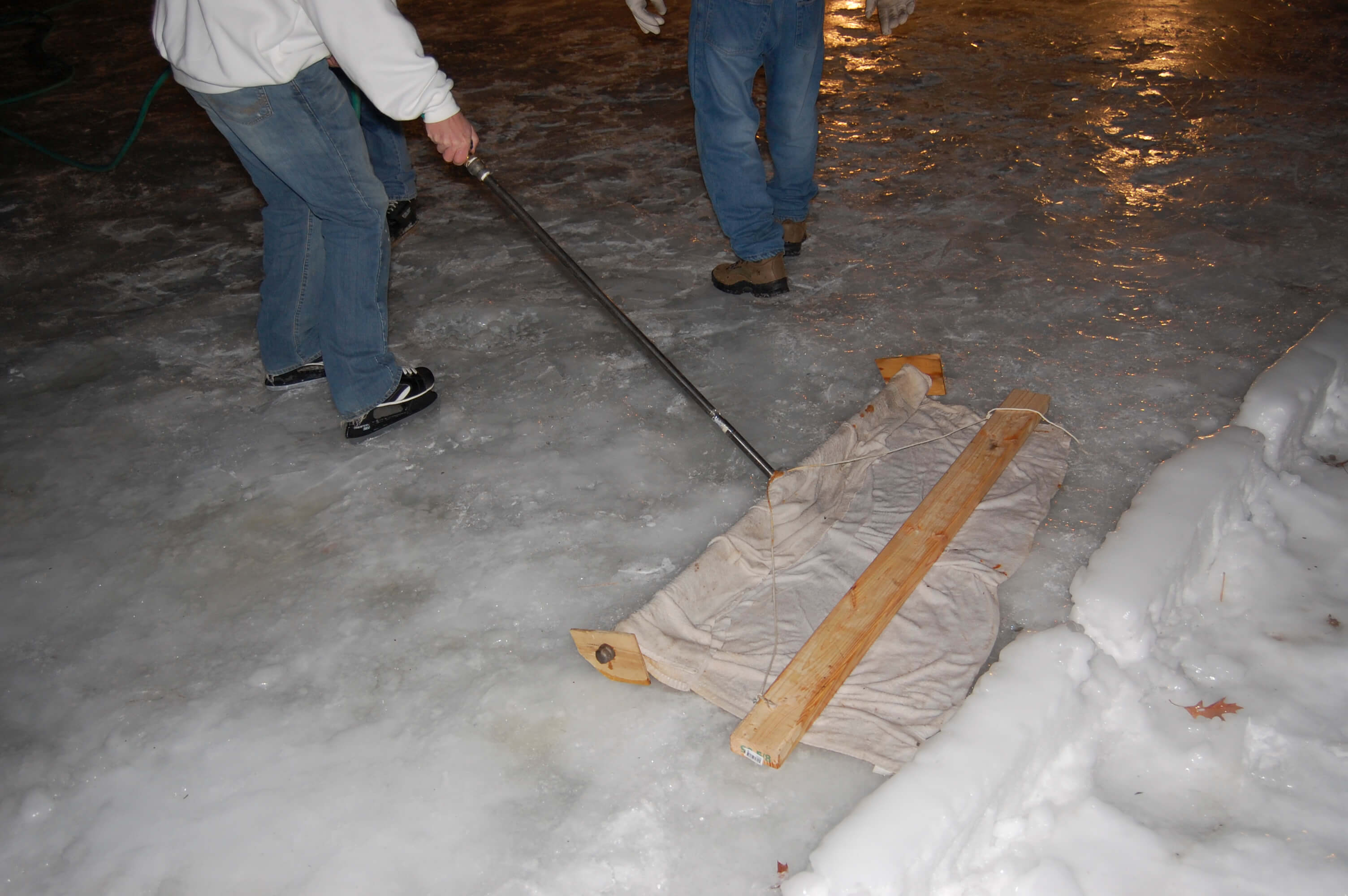Maintenance-of-a-backyard-ice-rink