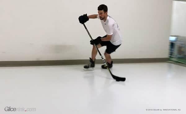 Bruslení na Glice® je skvělé! – Superstar z NHL Roman Josi používá syntetický led Glice® jako soukromou tréninkovou plochu.