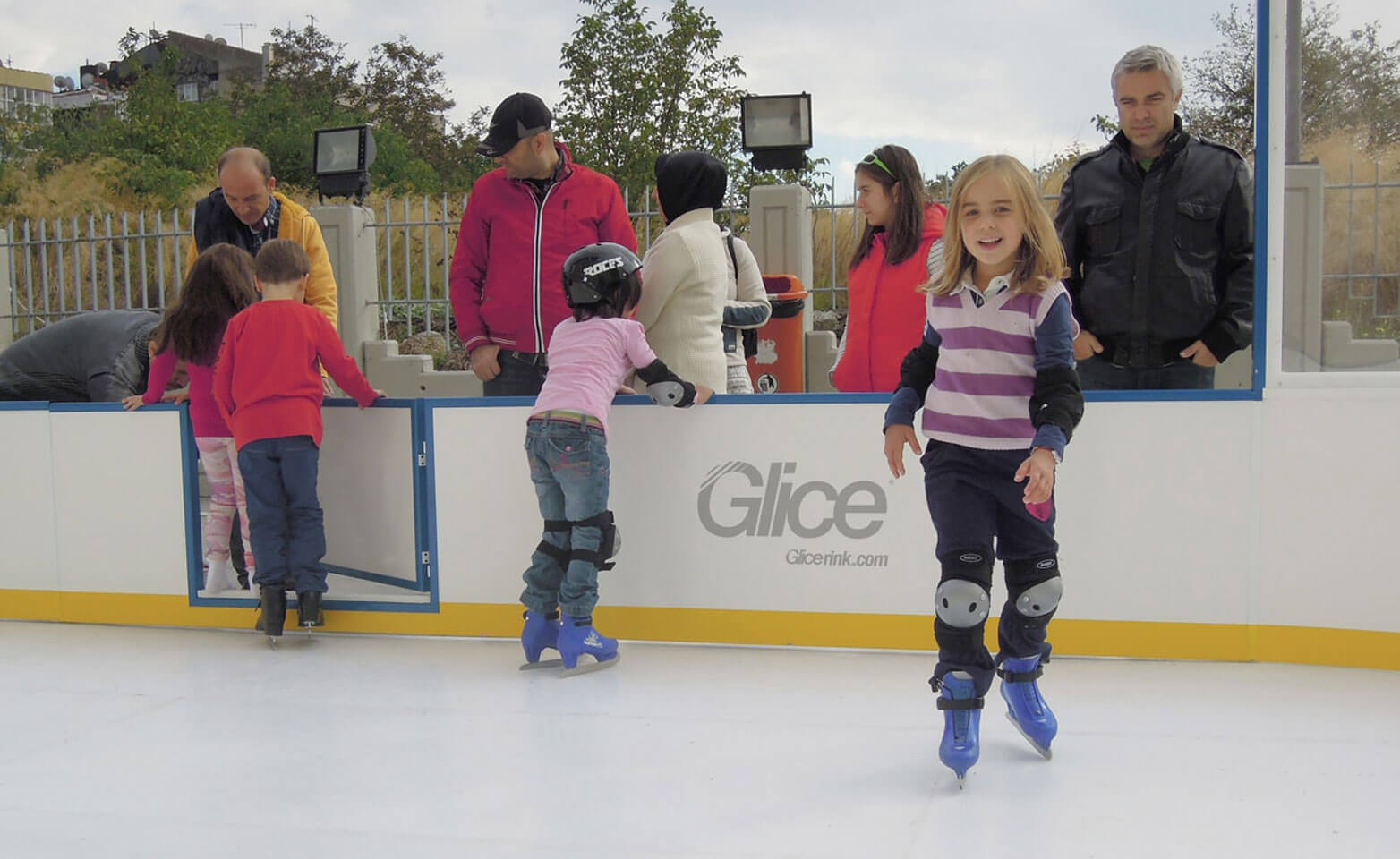 Outdoor plastic ice mini arena