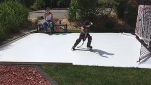 Sechsjähriger Schweizer trainiert Eishockey Skills zu Hause auf Glice® synthetischem Eis Pad