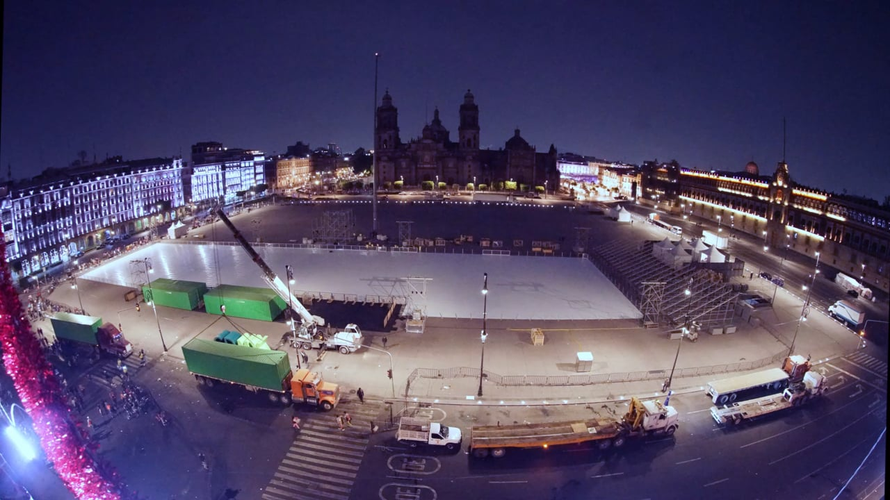 Time-lapse of the World's Largest Ice Rink Installation in Mexico