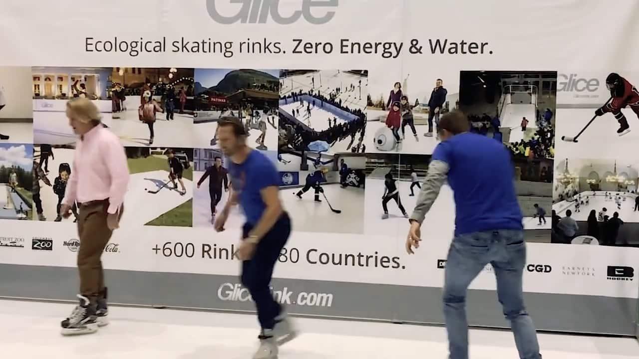 Un ancien hockeyeur teste une patinoire synthétique Glice aux Automnales de Genève