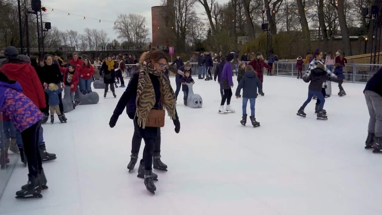 布鲁日历史中心独特的仿真溜冰场