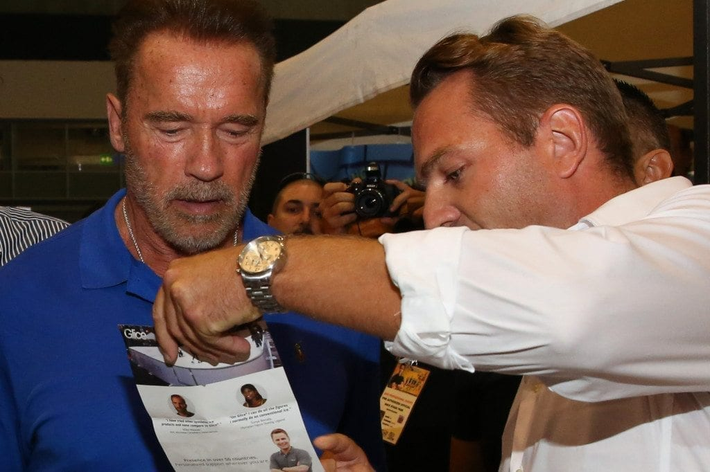 viktor-explaines-about-glice-synthetic-ice-flyer-to-arnold-arnoldclassiceuropeexpo-photo-by-nicole-matschoss