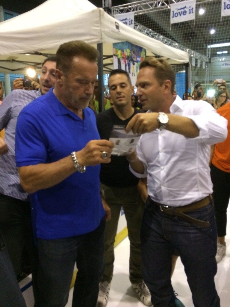 viktor-explaining-about-the-glice-technology-to-arnold-arnoldclassiceuropeexpo-photo-by-nicole-matschoss