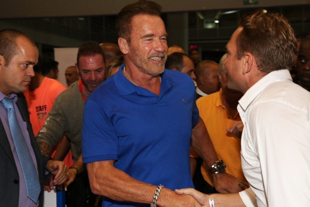 viktor-welcomes-arnold-into-glice-premium-synthetic-ice-rink-arnoldclassiceuropeexpo-photo-by-nicole-matschoss