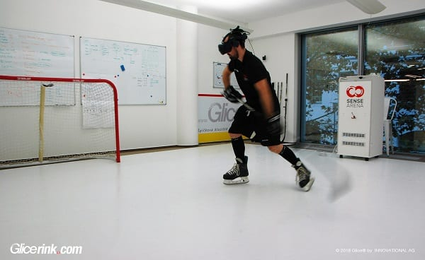 Virtual Reality Eishockey Training mit Sense Arena auf Glice® Kunsteisbahn in Prag